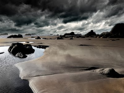 http://abufahmiabdullah.files.wordpress.com/2010/01/sand-and-river-bed-wallpaper.jpg